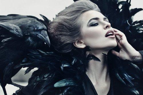 queen_of_ravens_by_avine-d5gkwx9